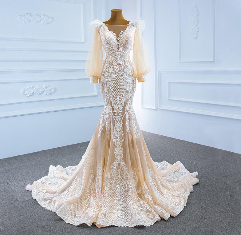Une robe de mariée moderne avec un buste plus élevé
