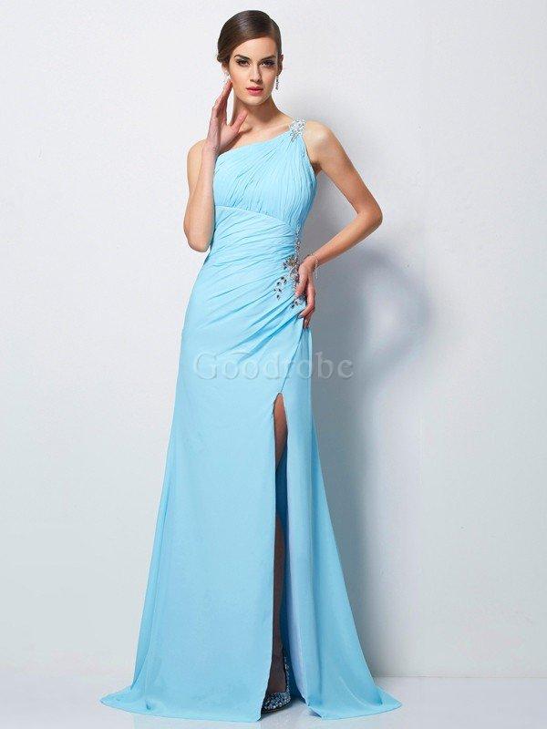 sa propre robe de mariée et sa tenue de soirée inspirée du festival