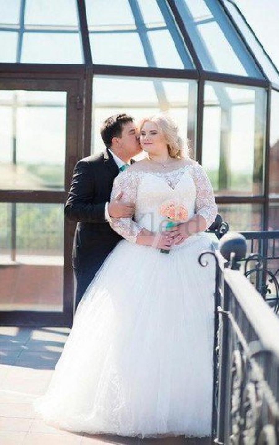 Wir wurden von einer Hochzeit im Freien angezogen in mekleid.de