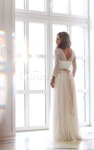Toute mariée avec une robe sur mesure a automatiquement attiré mon attention