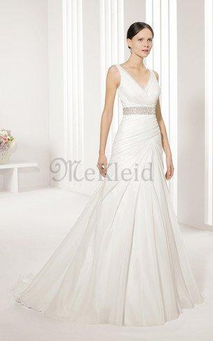 Die Brautjungfern sahen in ihren Kleidern elegant aus mekleid.de